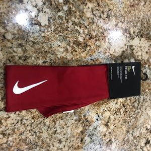 New Nike head tie red